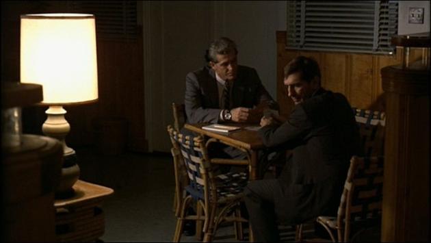 哈利(右)在《教父2》扮演联邦密探