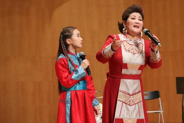 乌日娜举办《苍茫谣》学术音乐会 要为家乡多创作