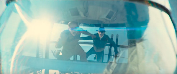 缆车腾空旋转!《王牌特工》男星被甩到贴车厢壁