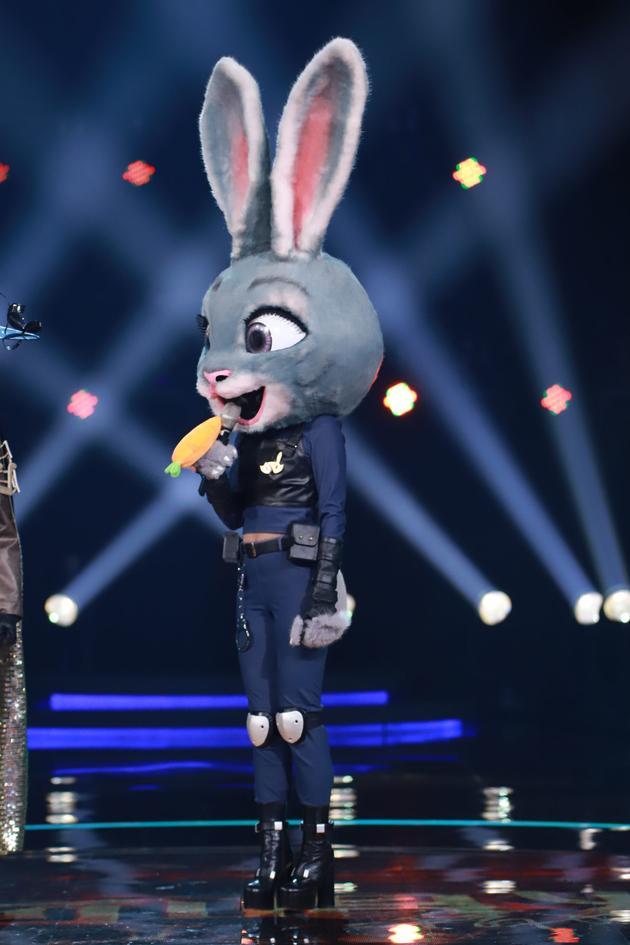 《蒙面唱将》兔警官上过格莱美 锁定李玟张靓颖