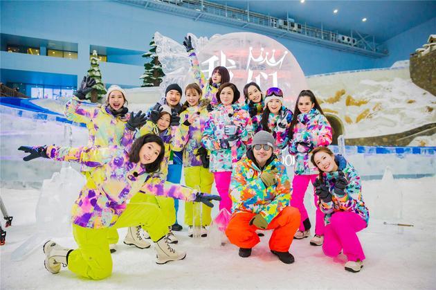 蒋欣滑雪摔跤不忘搞笑 众女神挑战唯美《天鹅湖》