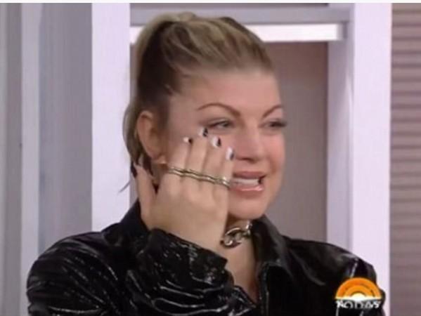 菲姬离婚后上节目泪崩