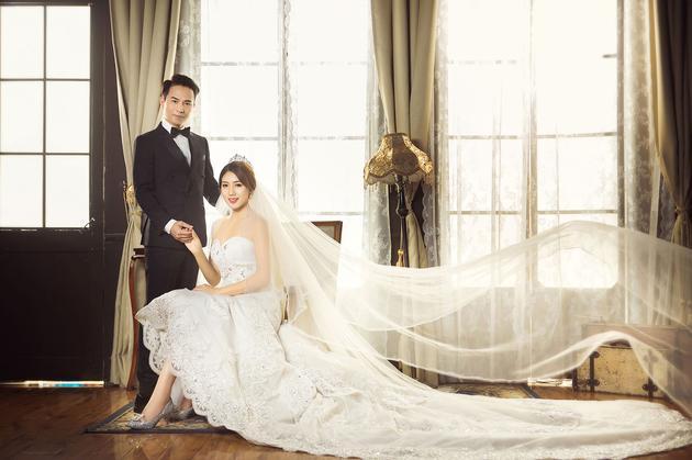 歌手欢子婚纱照曝光 模特娇妻美艳动人