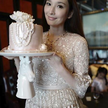 吴佩慈迎39岁生日
