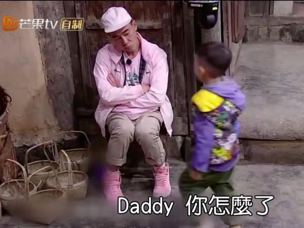 陈小春为儿子失控痛哭 应采儿叹:年纪大了