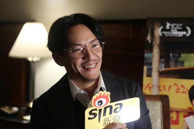 张震在东京电影节接受新浪娱乐采访