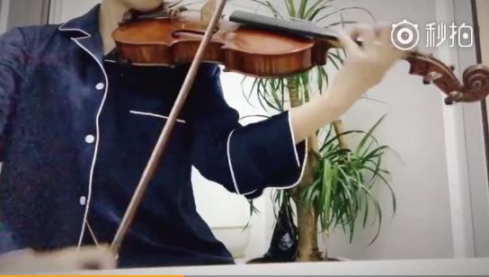 鞠婧祎拉小提琴