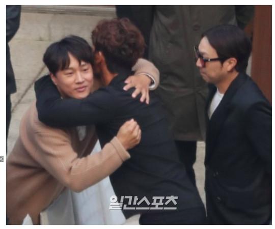 车太铉出席双宋婚礼时显得憔悴。