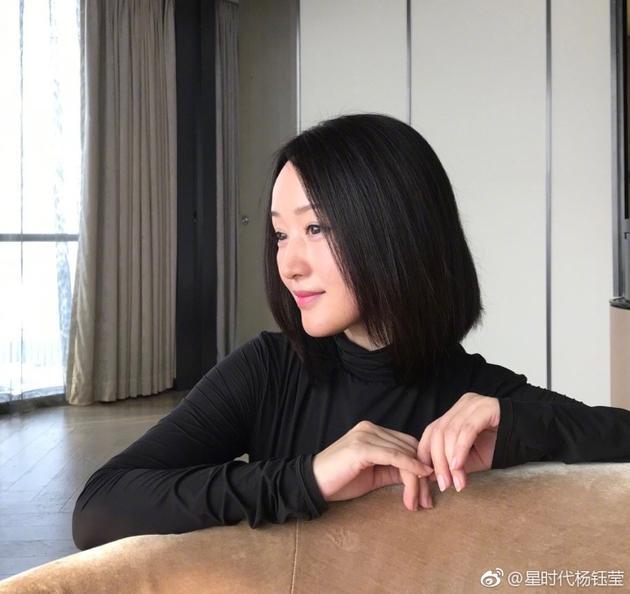 杨钰莹短发造型清爽干练 侧颜优雅实力诠释逆生长