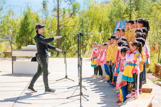 汪峰蔡国庆教学有道 《世界》被赞可写进教科书