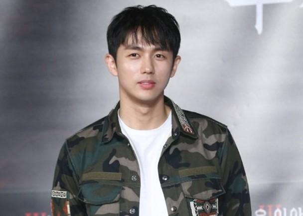 男团2AM出身30岁任瑟雍 11.28现役入伍