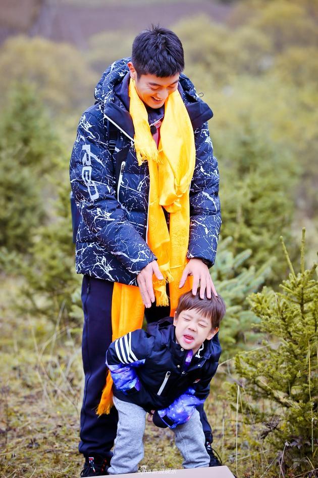 《爸爸5》嗯哼圈粉 杜江:语言天赋与旅行有关