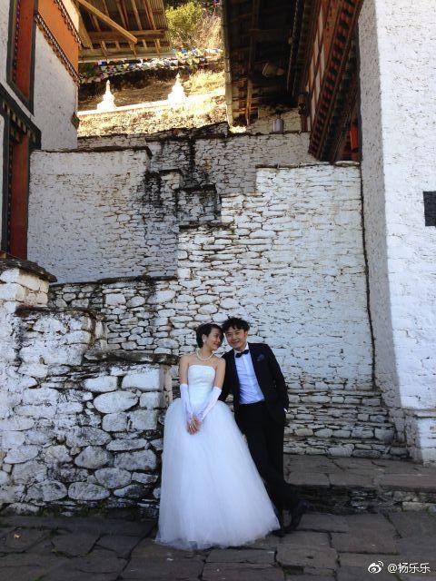 杨乐乐晒结婚照