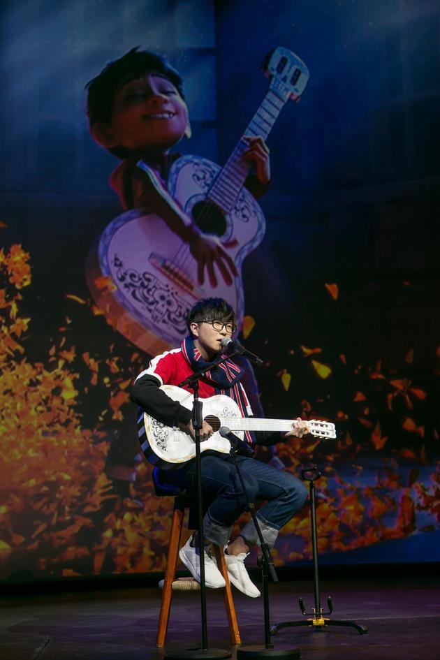 《寻梦环游记》中国首映 毛不易现场演绎主题曲