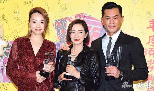 邓丽欣(左起)、毛舜筠与古天乐在《香港电影导演会》获颁影帝影后殊荣。