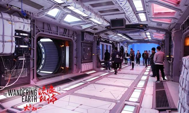 《流浪地球》中的太空舱内部通道图