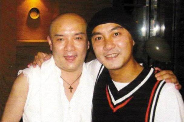张卫健与弟弟。