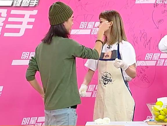 孟耿如曾在節目中和弟弟一起互動。
