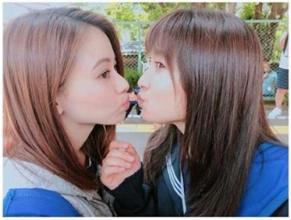 山本舞香、土屋太鳳差一點接吻照