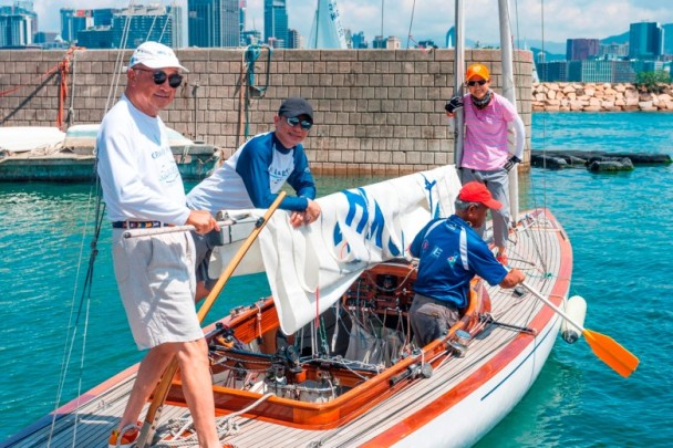 厉害了!梁朝伟勇夺帆船亚军 身材健硕完全看不出已56岁