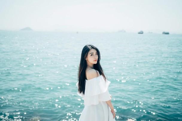 何猷启新女友Alice Chung