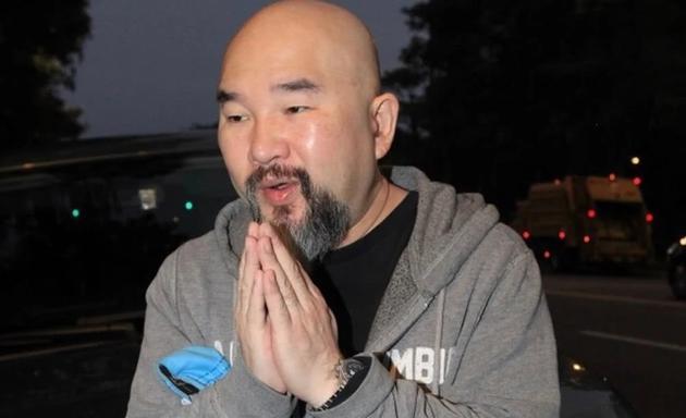辛龙泪求外界为妻子祷告