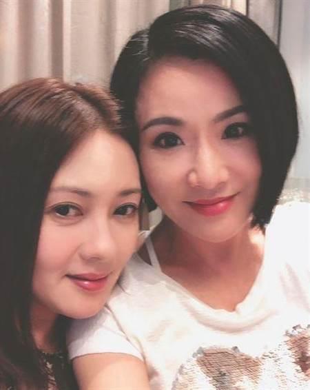 张文慈和李丽珍合影