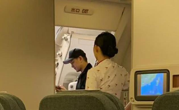林志颖坐飞机被偶遇