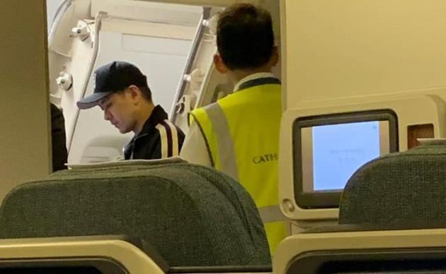 林志颖坐飞机