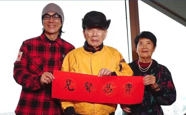 任贤齐与爸爸写毛笔字和网友玩猜字游戏