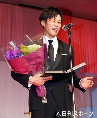 松坂桃李获得日刊体育电影大奖最佳男主角奖