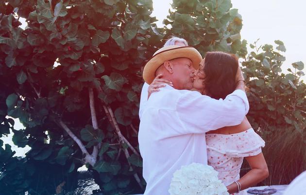 布鲁斯威利与妻子艾玛·赫明庆祝结婚十周年,再次举办婚礼(图:Emma Heming)
