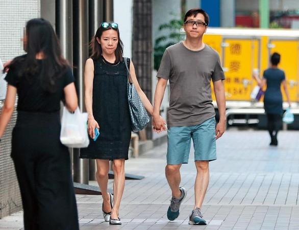 张嘉欣6月底被拍到小腹微凸,爆出怀孕消息。