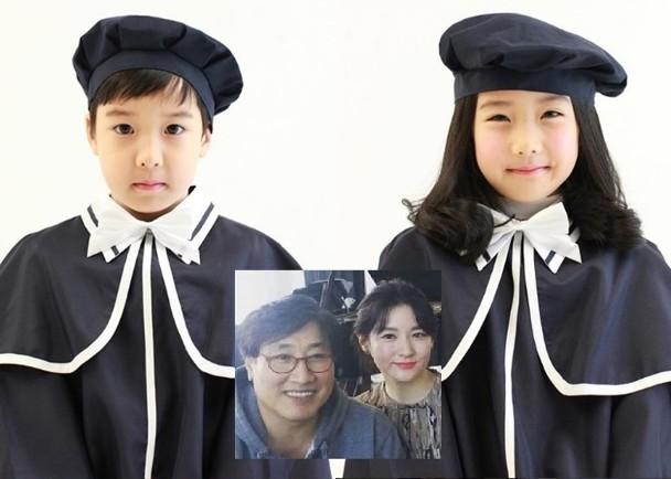 李英爱与丈夫所生的一对子女已7岁半大,去年拍摄的幼稚园毕业照首度曝光。