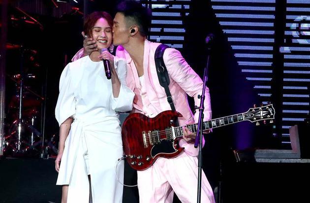 李荣浩2个月3招追到杨丞琳 直球告白4年后求婚
