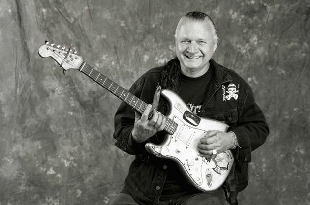美國吉他大師迪克-戴爾去世,被稱爲衝浪搖滾之王。