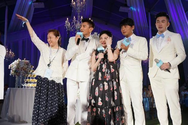 吴奇隆婚礼,昔日经纪人苗秀丽、张小燕与小虎队成员都到场。