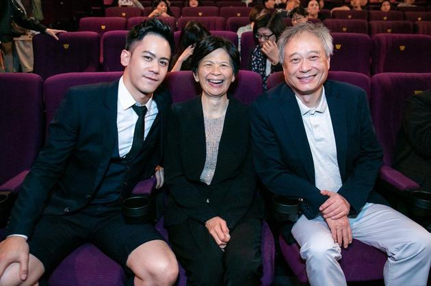 李安夫妇挺儿子新片首映 对全祼露臀一惊讶一淡定