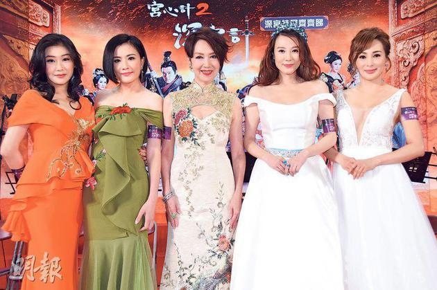 張慧儀(左起)、張文慈、謝雪心、康華及羅霖盛裝出席,羅霖身穿低V晚裝秀身材最搶鏡。