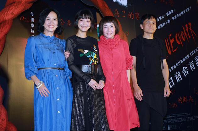 陈以文(右起)、恬妞、谢欣颖、黄采仪