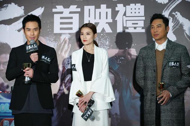 谭耀文(右)与郑嘉颖(左)及周秀娜出席16日举走的《叶问表传:张天志》香港始映礼。