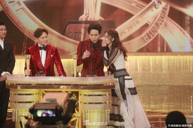 萧正楠2018年12月在TVB台庆上获奖,拿奖时公布婚讯