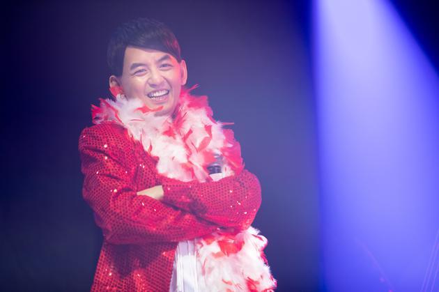 黄儿子佼在台北边开场歌会
