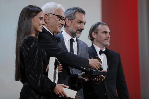 DC新片《小丑》奪最佳影片金獅獎,這也是漫改/超英類目電影第一次獲歐洲三大電影節最大獎