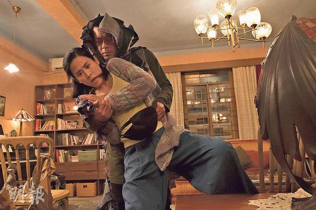古天乐拍《犯罪现场》讲述要向宣萱下毒手,岂料弄伤她的颈部。