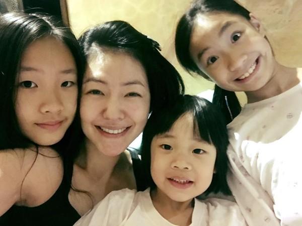 小S和3个女儿的感情都很好