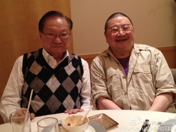 倪匡和查良镛相交近六十载,但倪匡却不曾珍藏二人合照,只有好友李纯恩代劳。