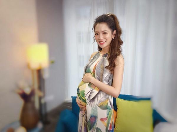 杨千霈带女儿入镜 笑喊生完二胎就封肚