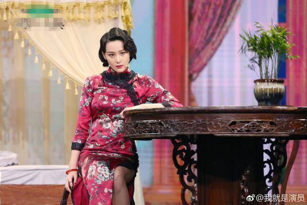 组图:张馨予红色旗袍秀曼妙身姿 纤腰细肢红唇娇艳女人味足