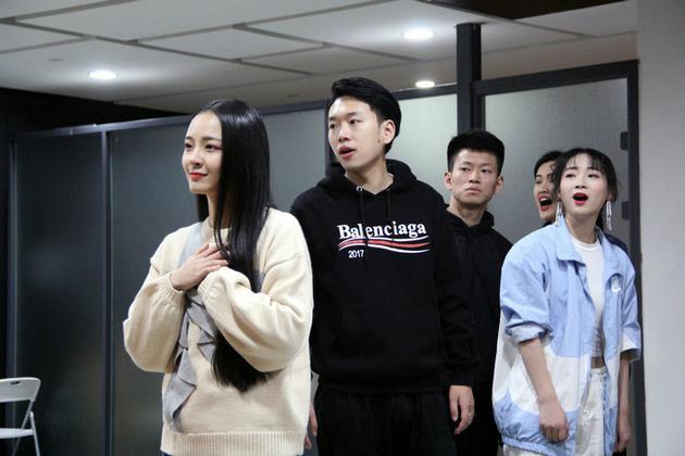 李莎旻子、苑子豪等展现《吾AI你》片面唱段